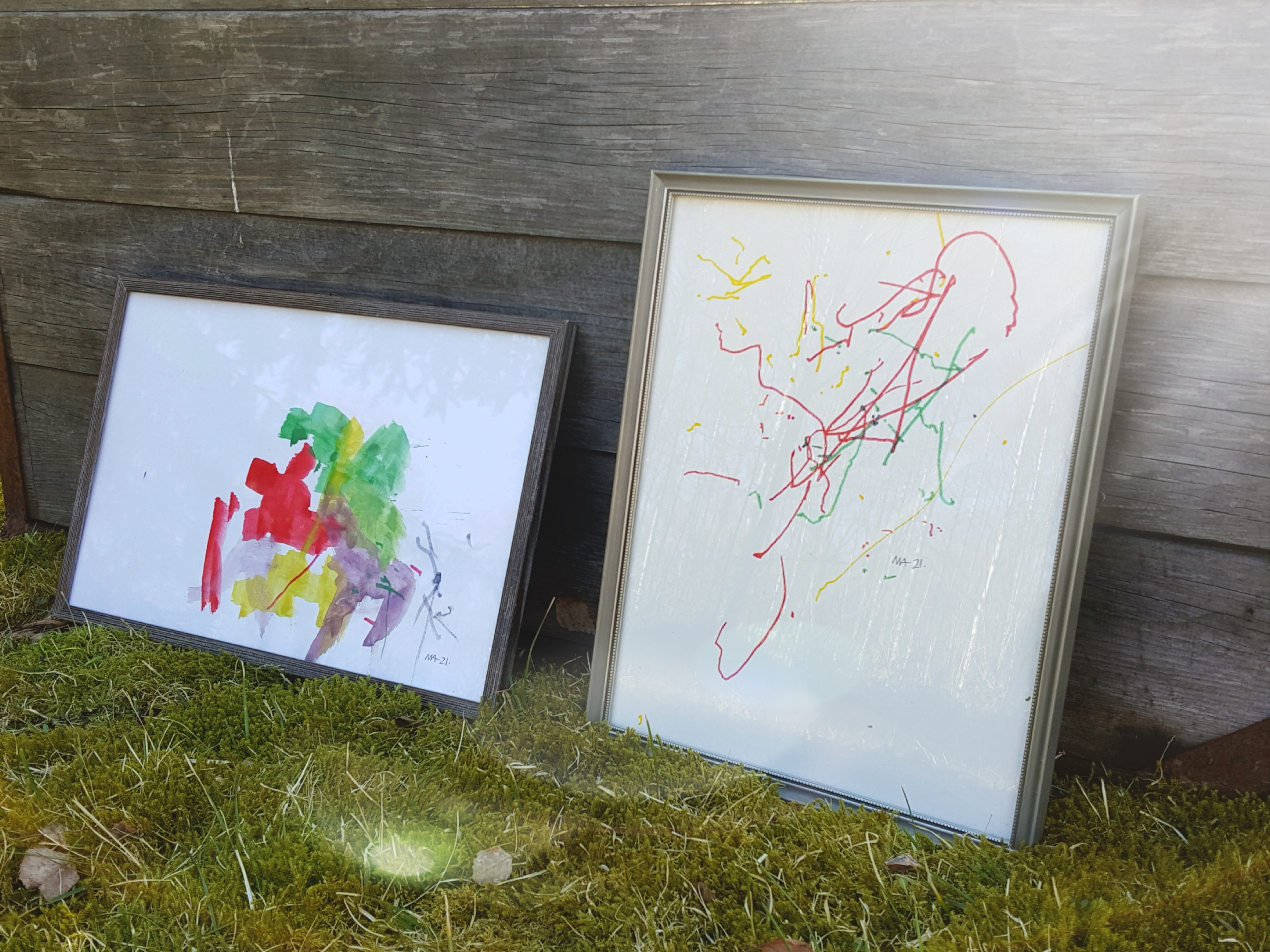 Abstrakt målning gjord i vattenfärg och en tuschmålning i olika färger