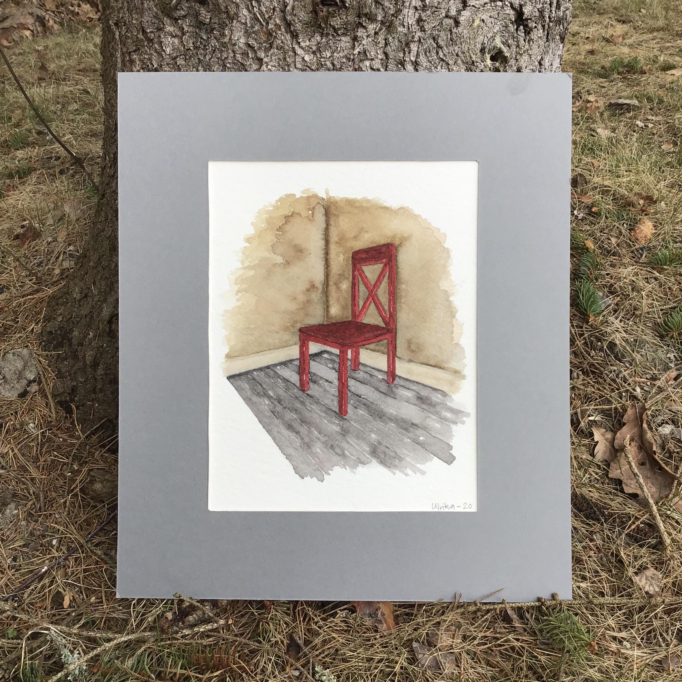 Akvarellmålning med en röd stol i ett hörn. Beiga väggar och grått golv.