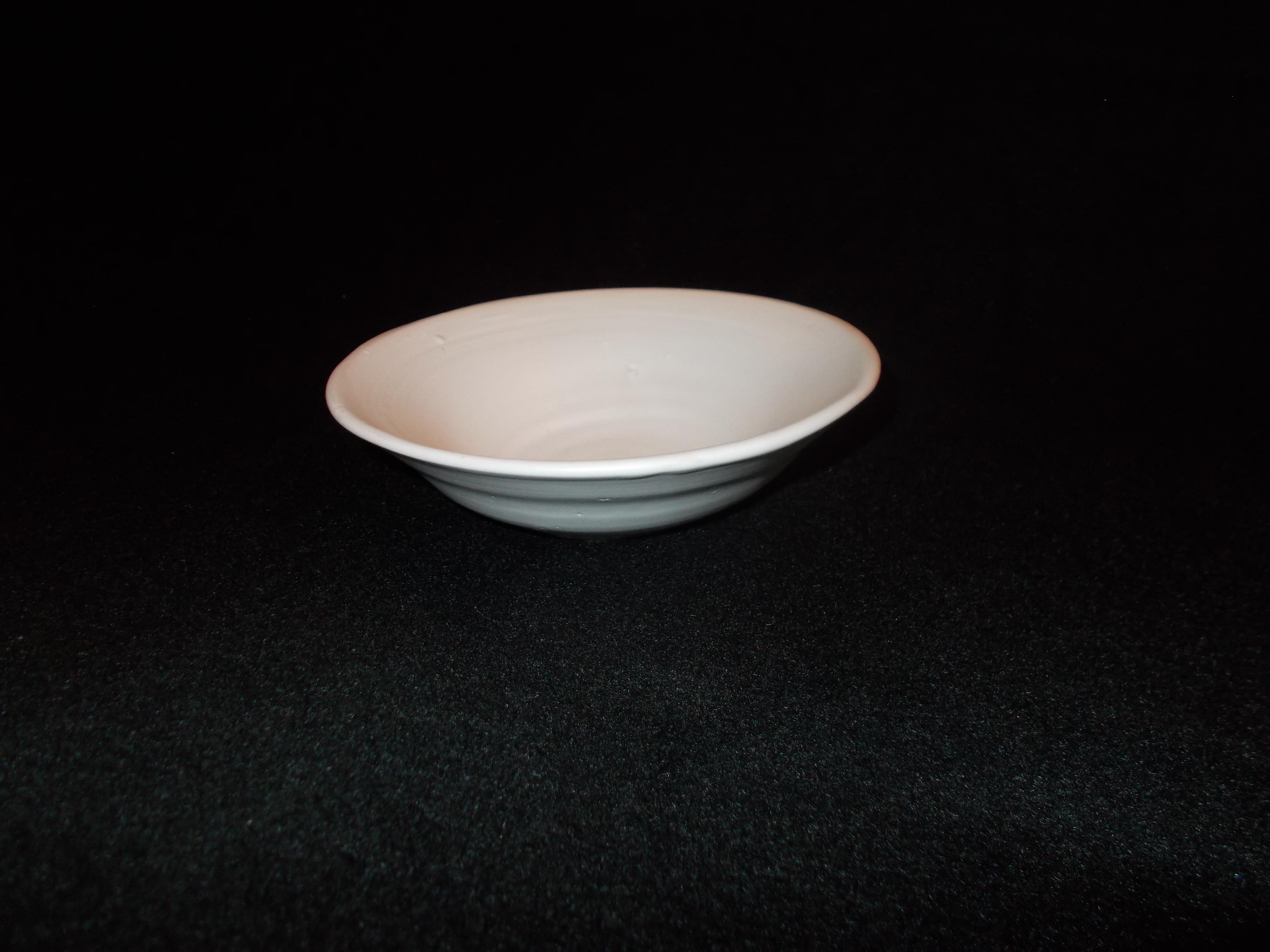 Keramikskål med vit glasyr