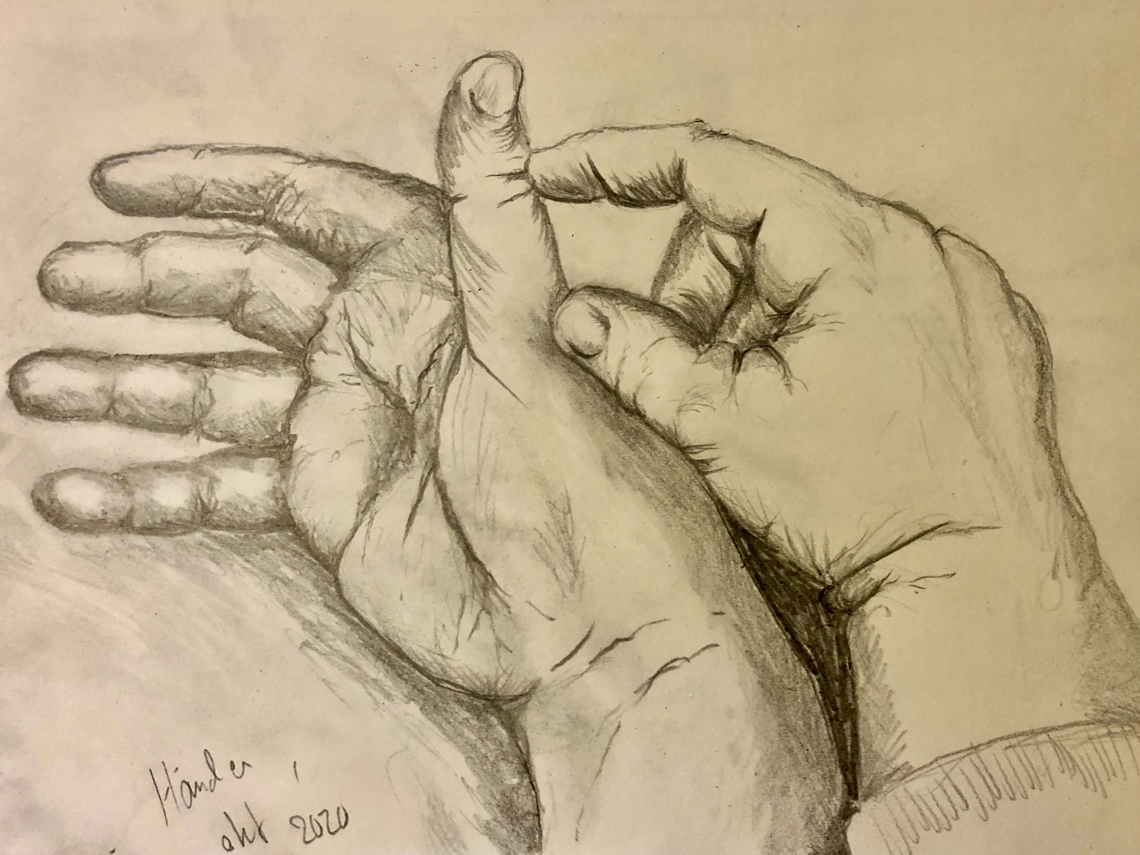 Blyertsteckning av händer på vitt papper