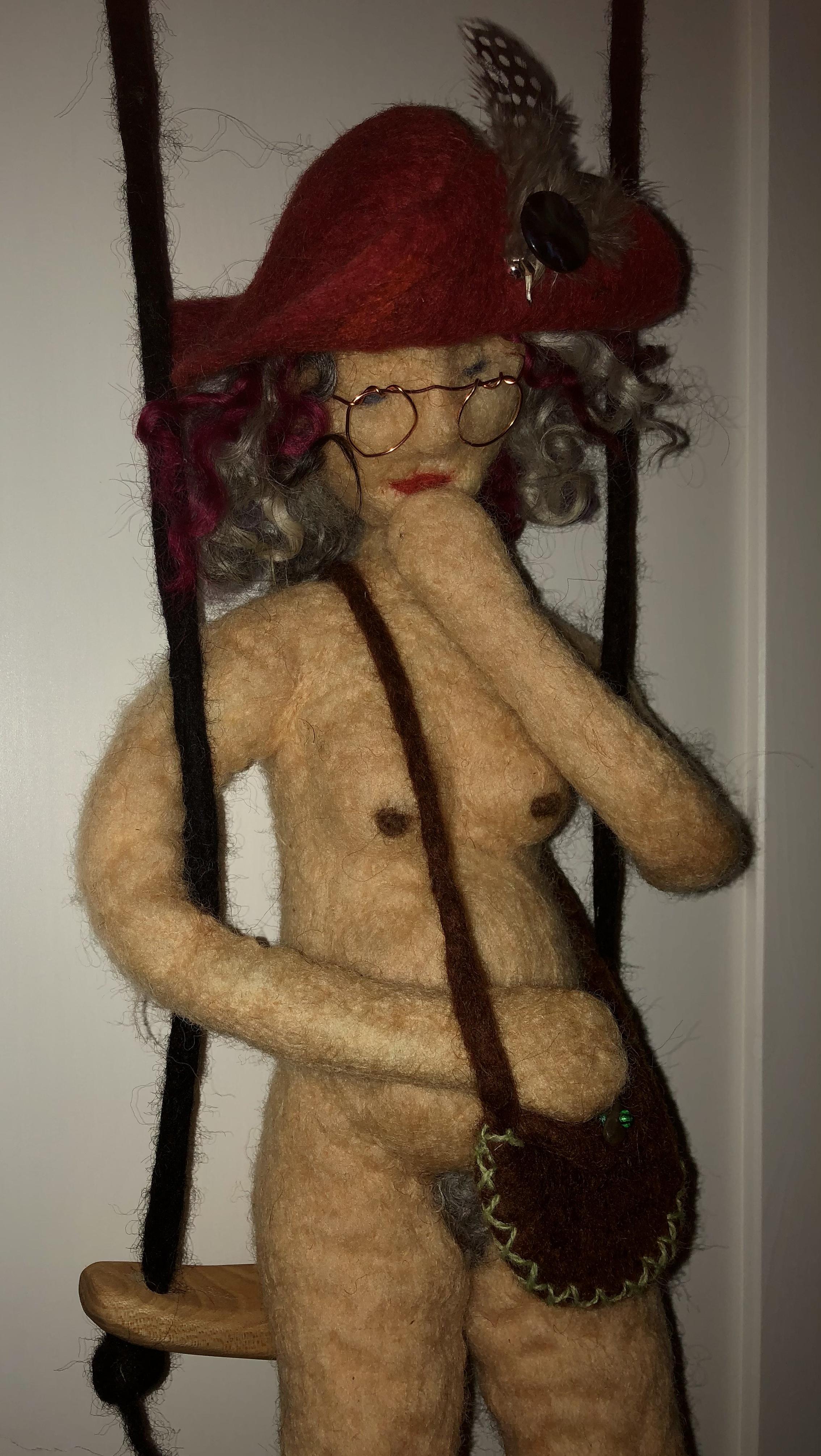 Kulturtanten Kajsa. Tovad kvinnofigur av ull.