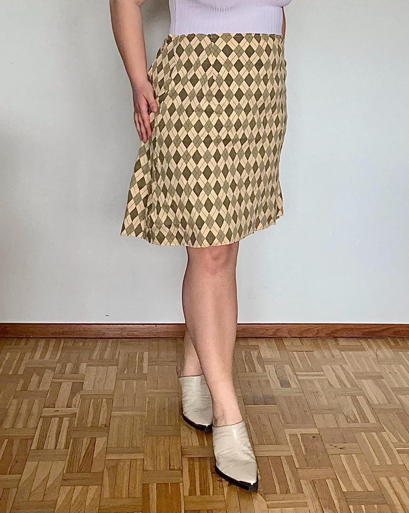 Rutig kjol sydd av vintage bomullsmaterial.